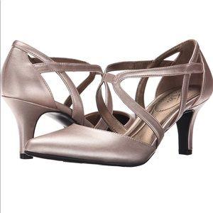 Lifestride pointed toe rose gold Vinci heels 👠